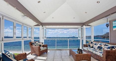 трехкомнатная квартира с видом на спокойное море
