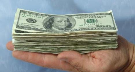 зарабатываю в месяц десять тысяч долларов США