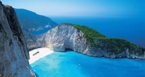 получить загранпаспорт как можно быстрее и поехать в грецию