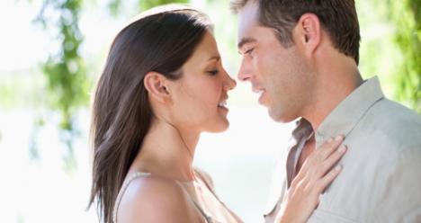 Я спокойна и счастлива со своим любимым мужчиной.