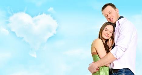 Счастливая и любящая друг друга семья