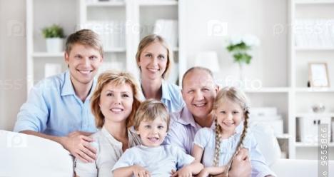 Счастливая дружная семья