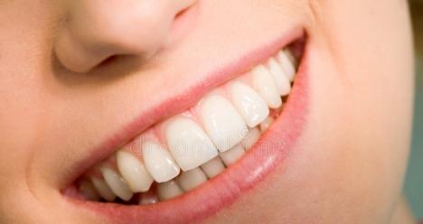 Ровные зубы, без боли и чувствительности.