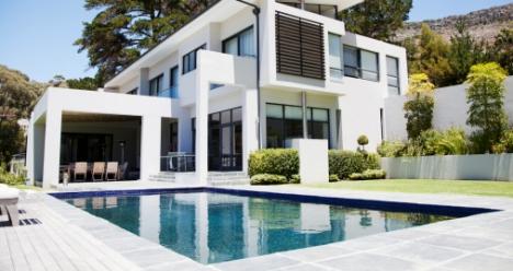 новый двуэтажный дом с хорошим ремонтом и землей